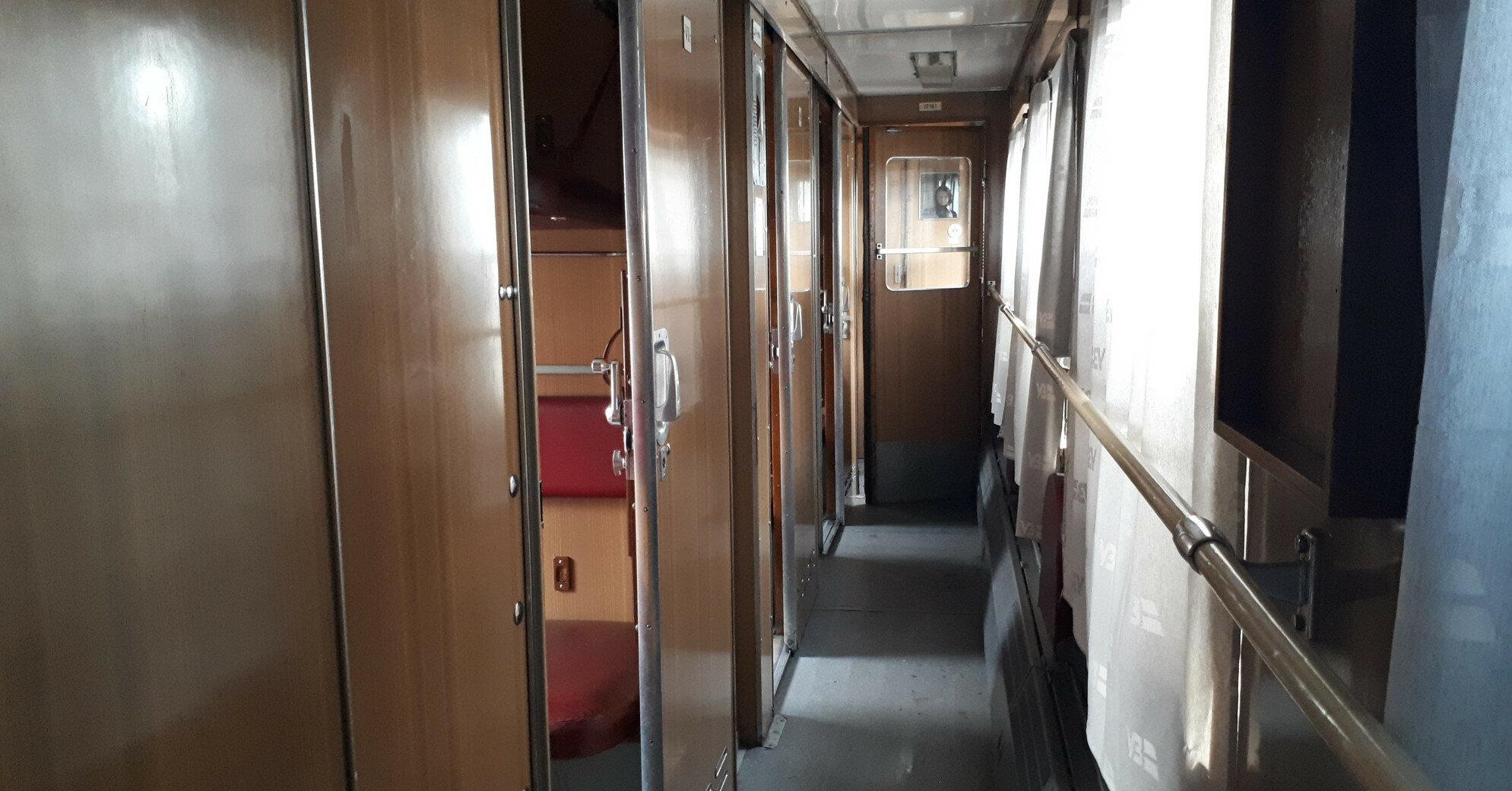 В Укрзализныце пассажирам продали билеты на места, которых нет в поезде