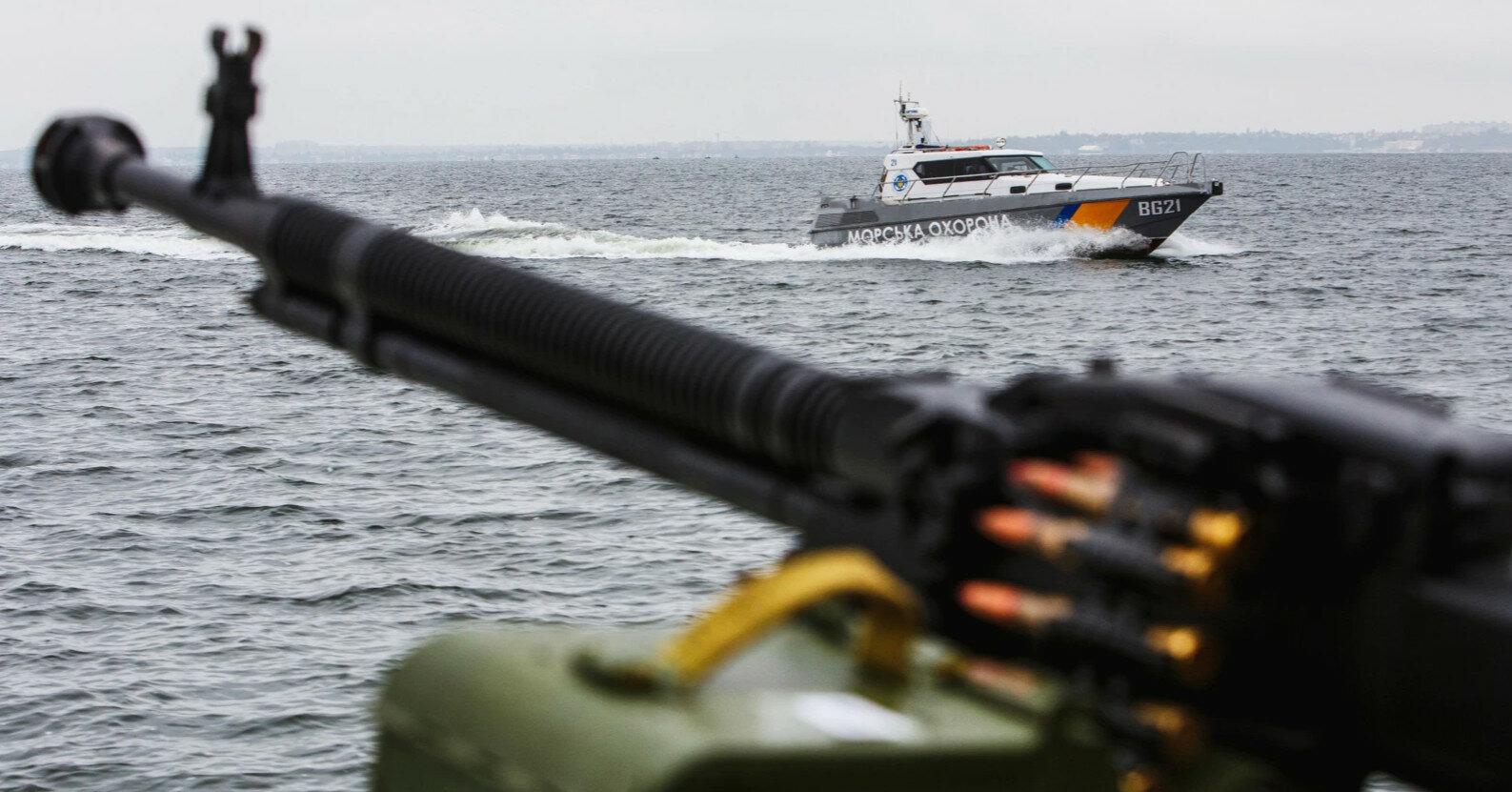 Корабли РФ проигнорировали сигнал SOS украинского рыболовного судна – Минобороны
