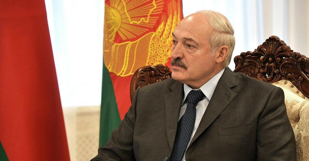 """Лукашенко призвал белорусскую интеллигенцию """"не вмешиваться в политику"""""""