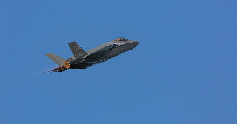 Пентагон улучшит двигатели истребителей F-35