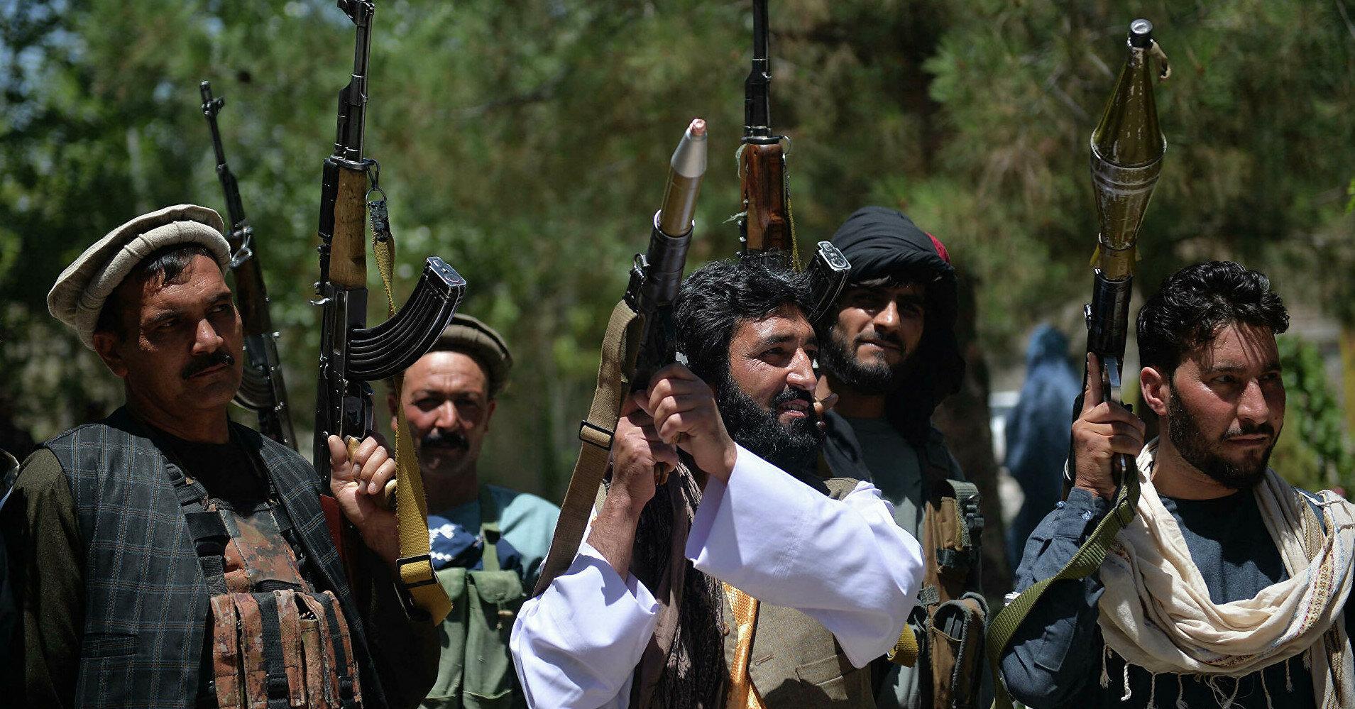 Талибы захватили первый провинциальный центр в Афганистане