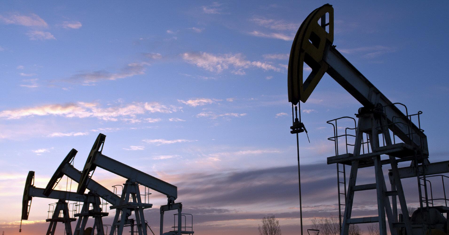 Нефть подорожала: рынок следит за тропическим штормом Ида