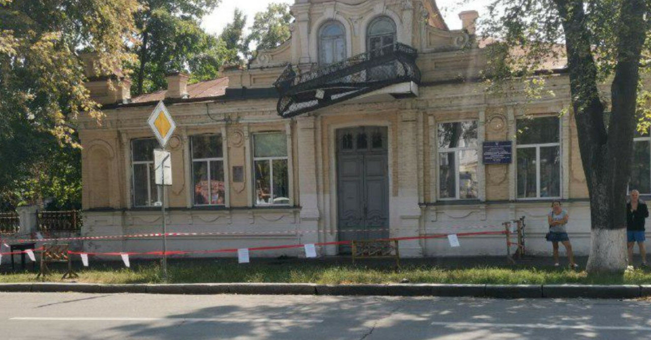 В Полтаве демонтировали балкон, с которого выступал Гитлер