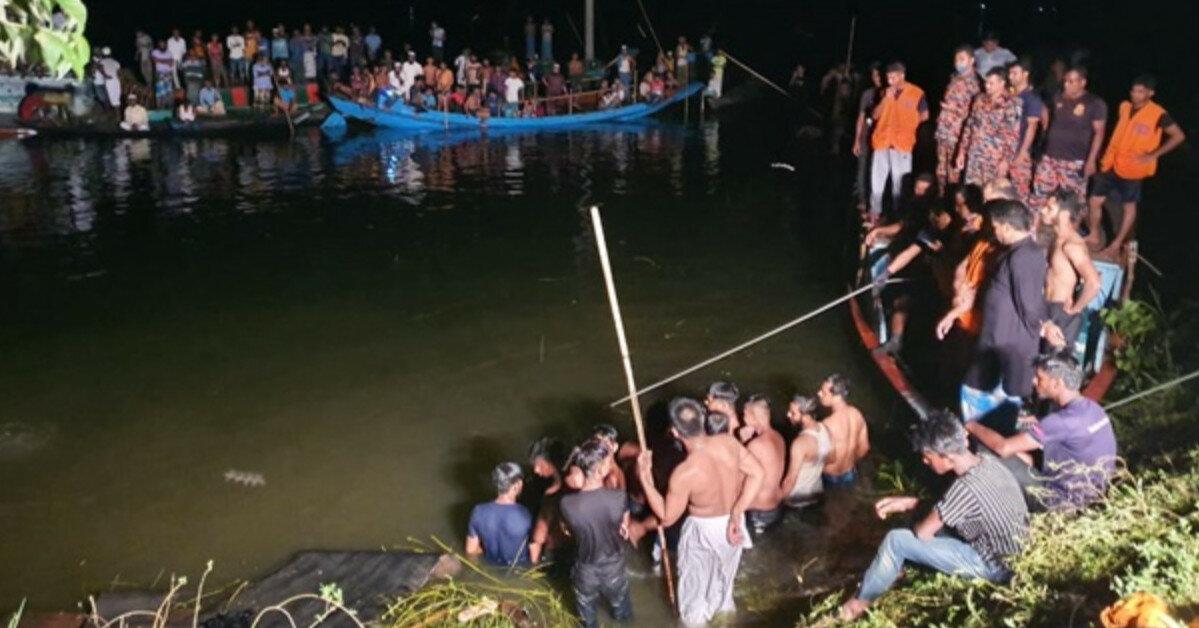 В Бангладеш лодка столкнулась с траулером, погибли десятки людей