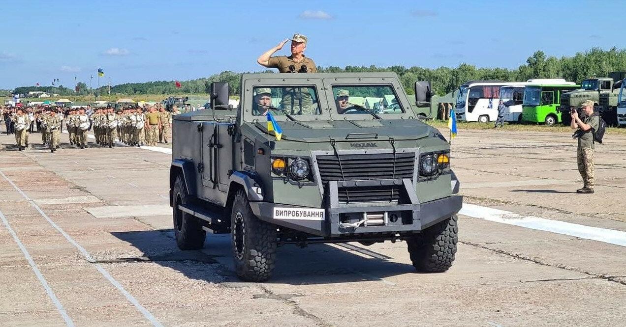 Министру обороны Украины купили бронированный кабриолет