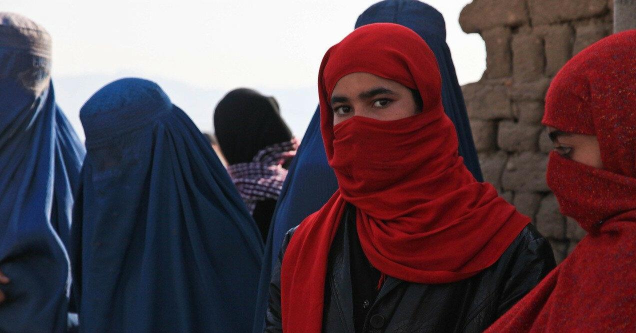 Талибы разрешат женщинам выходить из дома без мужчин