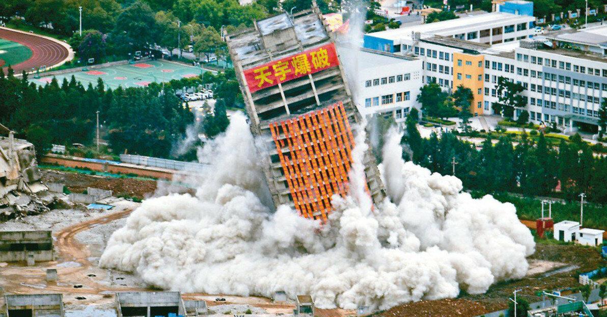 В Китае эпично снесли 15 недостроенных небоскребов
