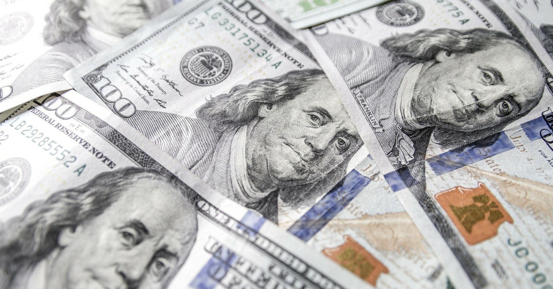 Межбанк: доллар падает