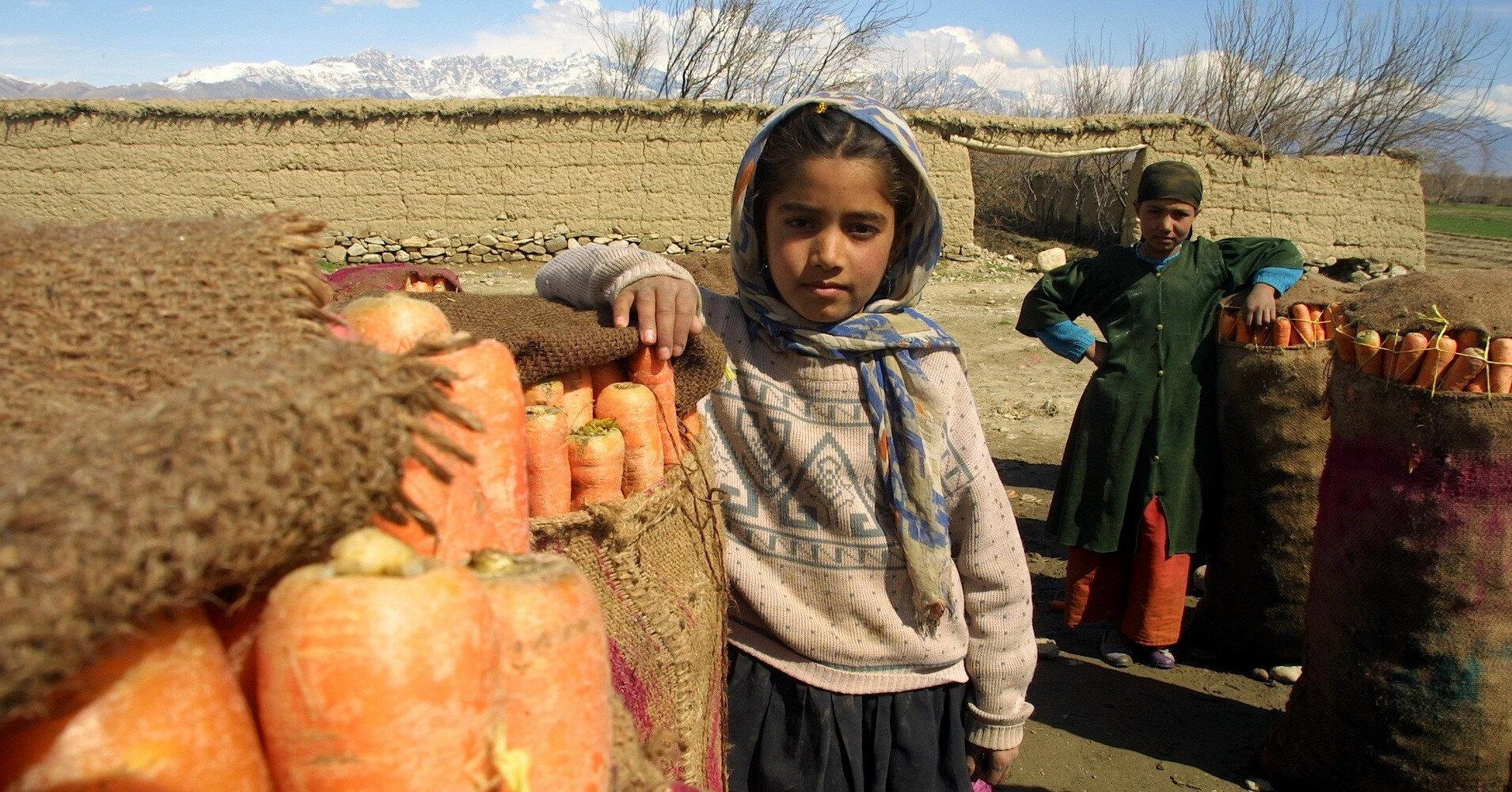 Десятки детей эвакуировали из Афганистана без родителей