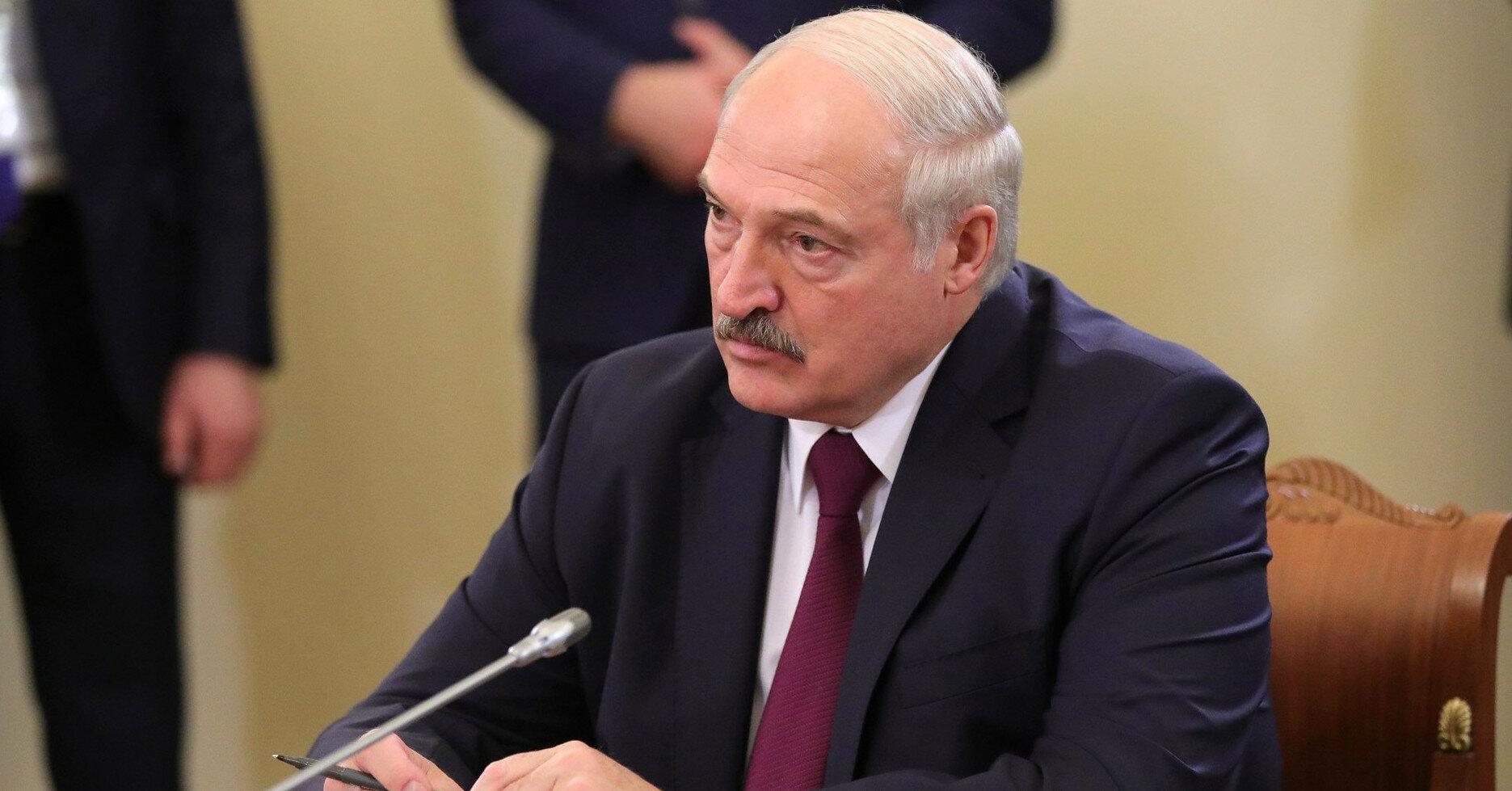 Лукашенко обвинил Зеленского в поставках оружия в Беларусь