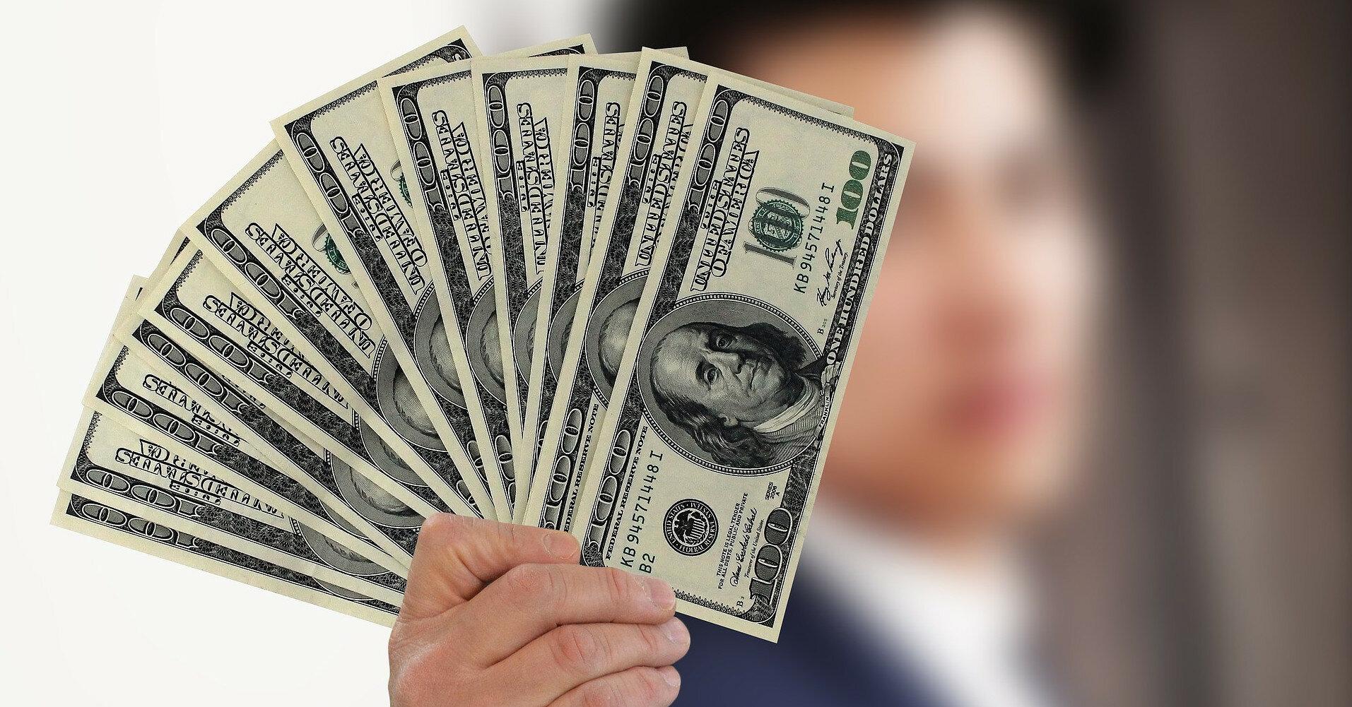 Украинцы установили рекорд по продаже валюты