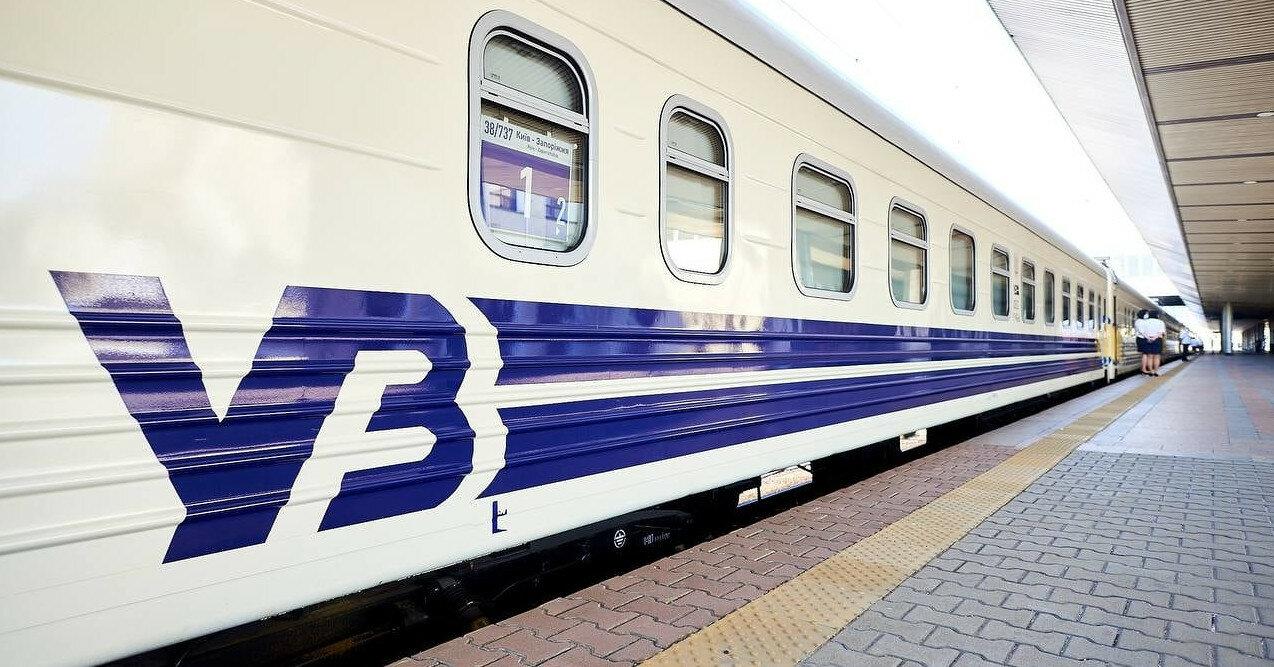 В Донецкой области из-за обстрела движение поездов временно ограничено