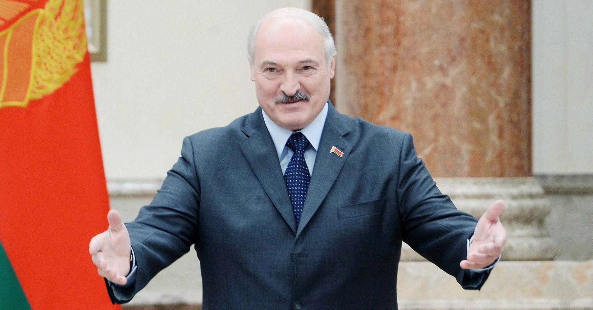 Лукашенко пообещал выдать гражданство украинцам в Беларуси