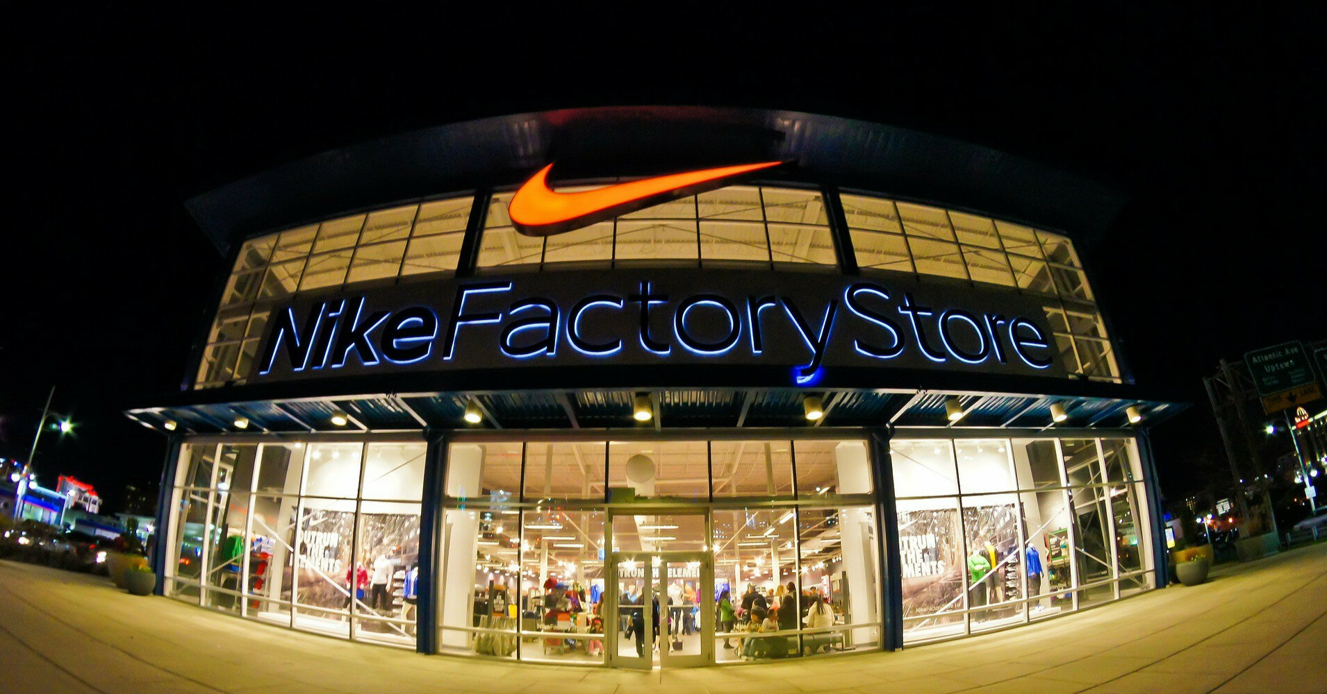 Nike отправил работников во внеплановый отпуск