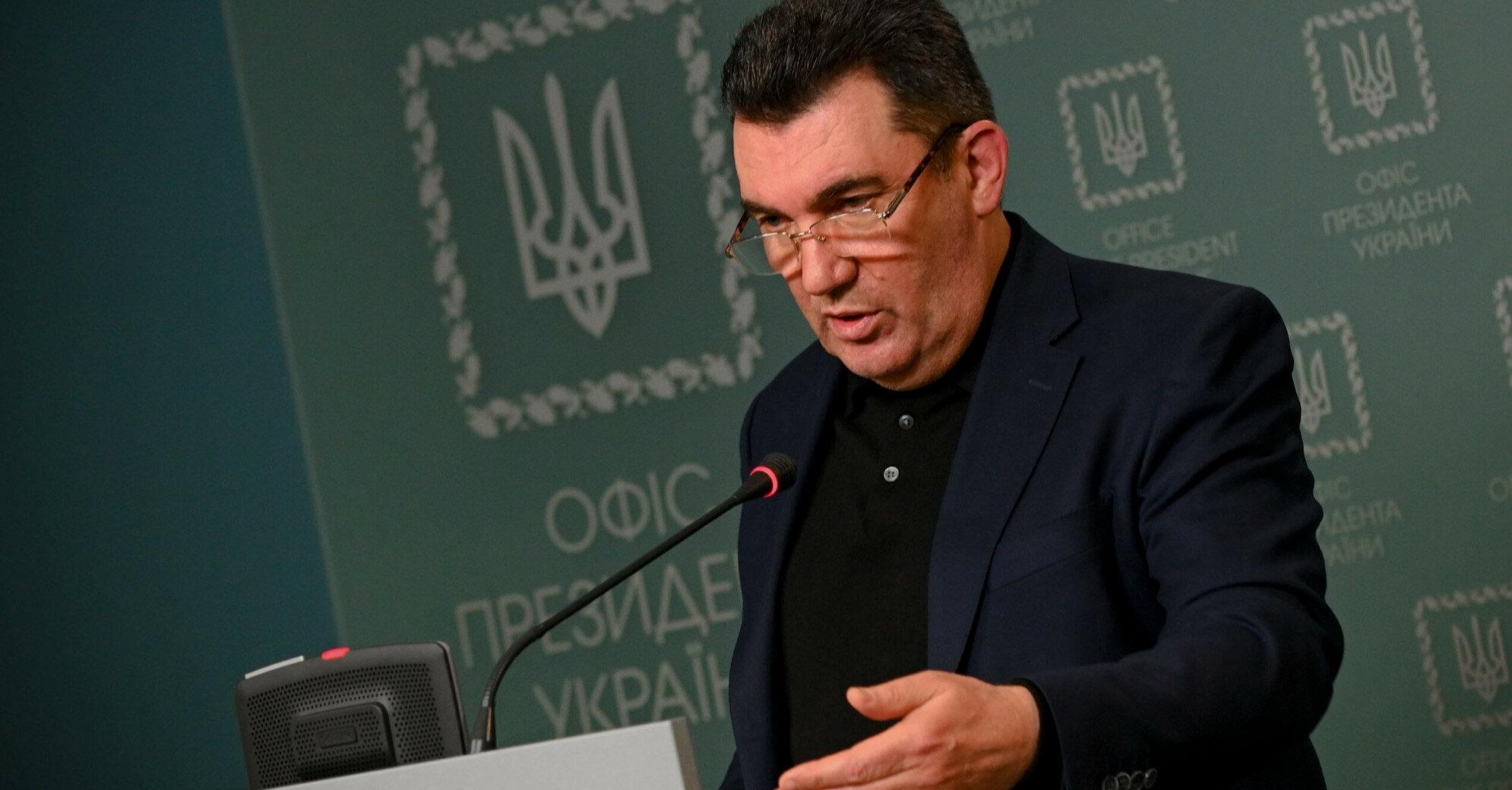 Данилов перешел на латиницу и допустил три ошибки в одном предложении